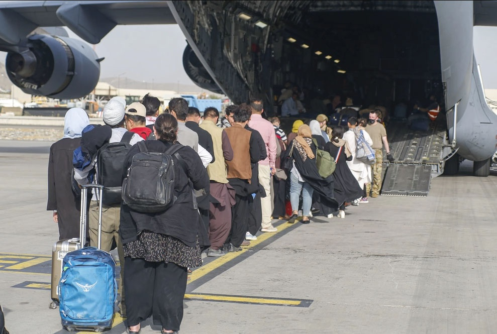 В ходе эвакуационной операции самолётами военной-транспортной авиации США из Афганистана к 31 августа было вывезено более 123 тысяч человек, в том числе 6 тысяч американских граждан.