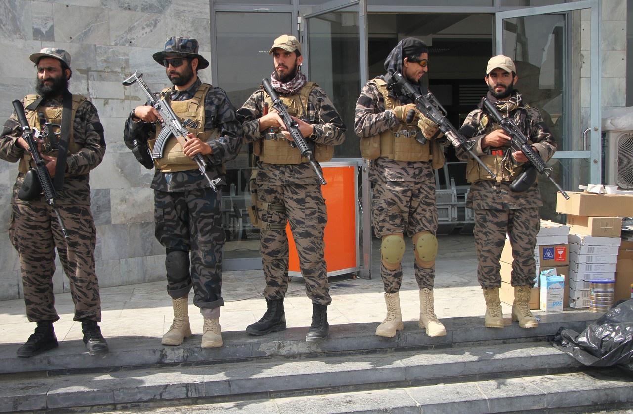 Члены «Талибана» в аэропорту Кабула. Афганистан, 31 августа 2021 г.