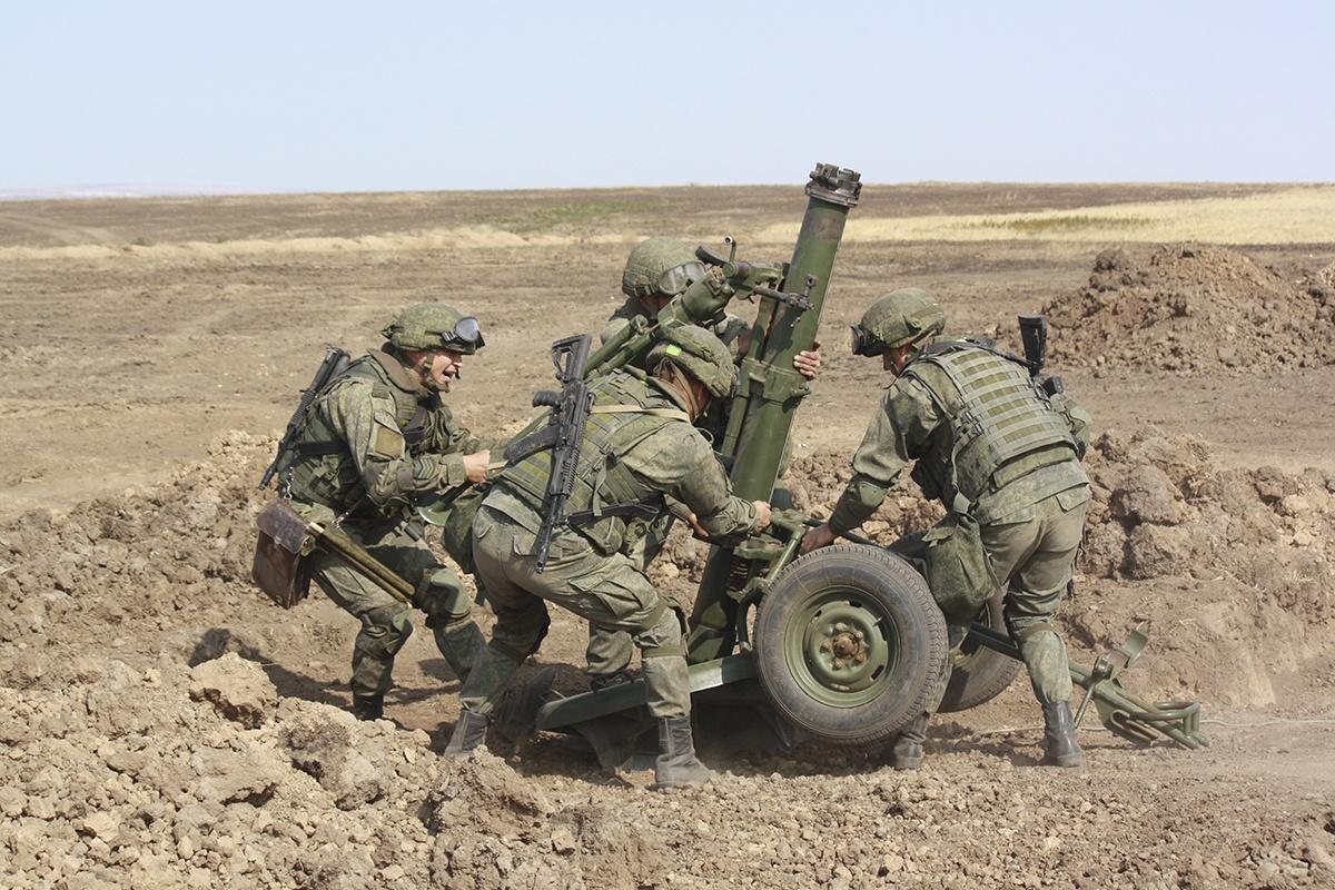Добровольцы, заключившие контракт с Вооружёнными силами РФ о пребывании в резерве, благодаря участию в плановых мероприятиях боевой учёбы частей и подразделений, находятся в подготовленном мобилизационном состоянии.
