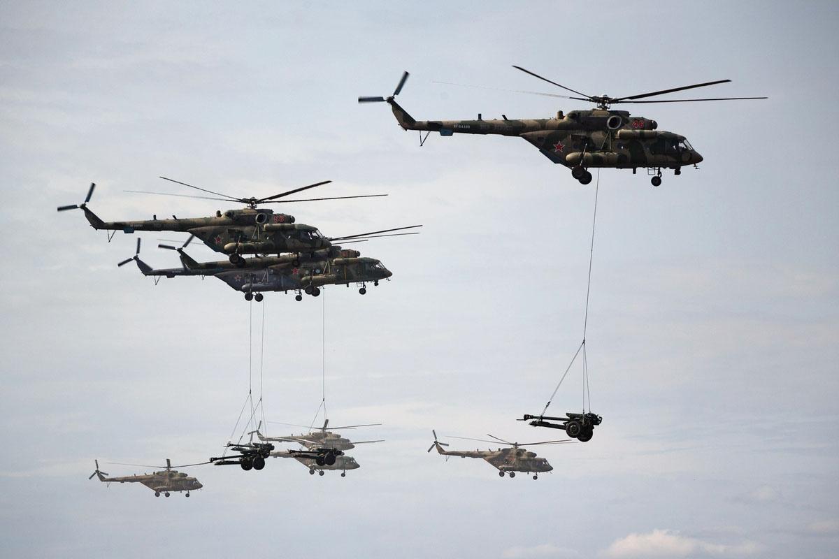 С неба наземные войска на учениях поддержат 80 самолётов и вертолётов.