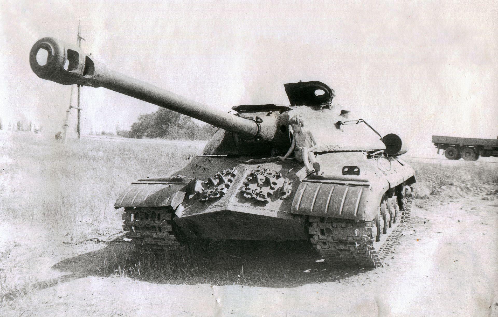 Танк ИС-3 находился в серийном производстве до середины 1946 года.