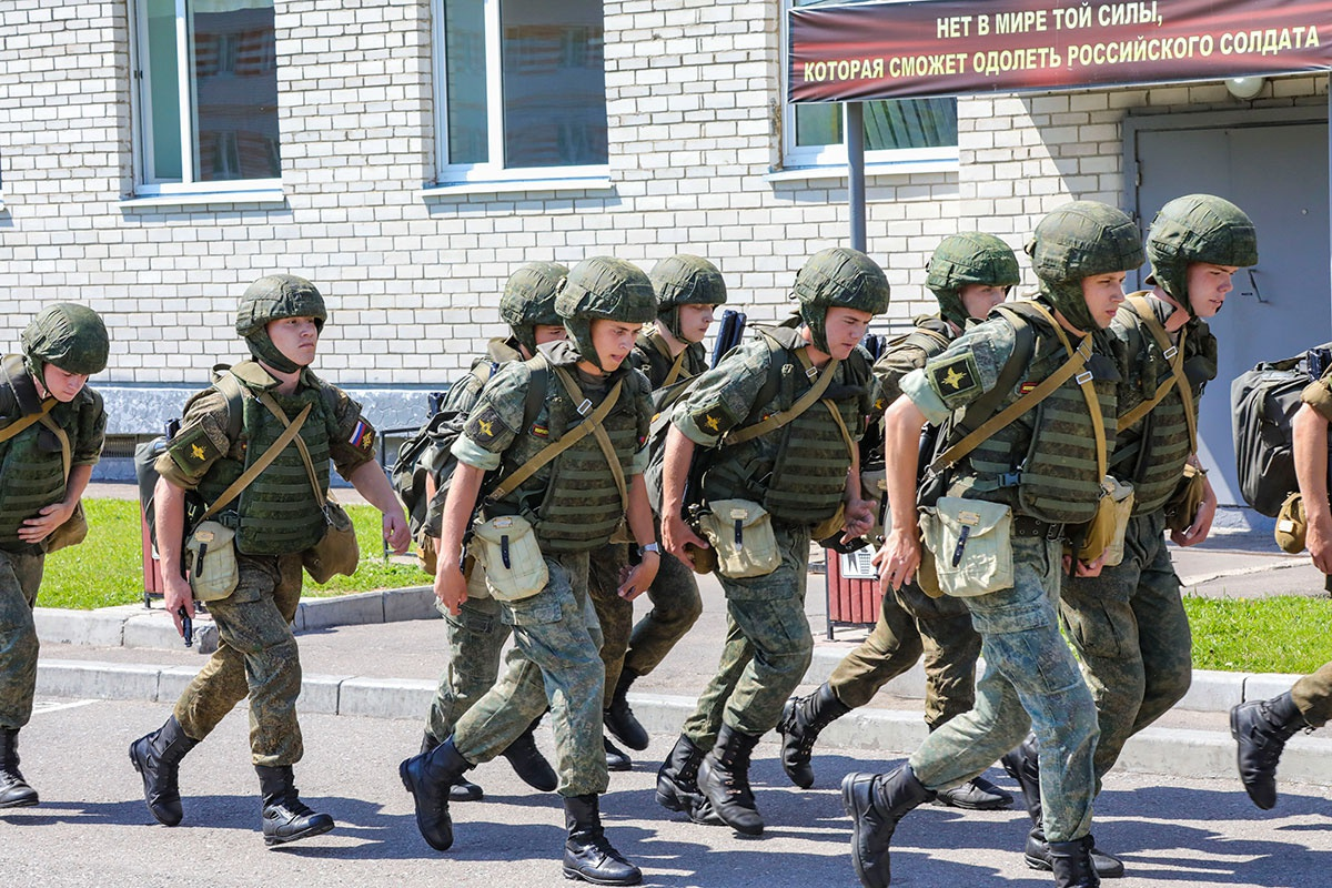 В Московской области более 600 военнослужащих бригады управления гвардейской танковой Краснознамённой армии Западного военного округа летом поднимались по учебной тревоге.
