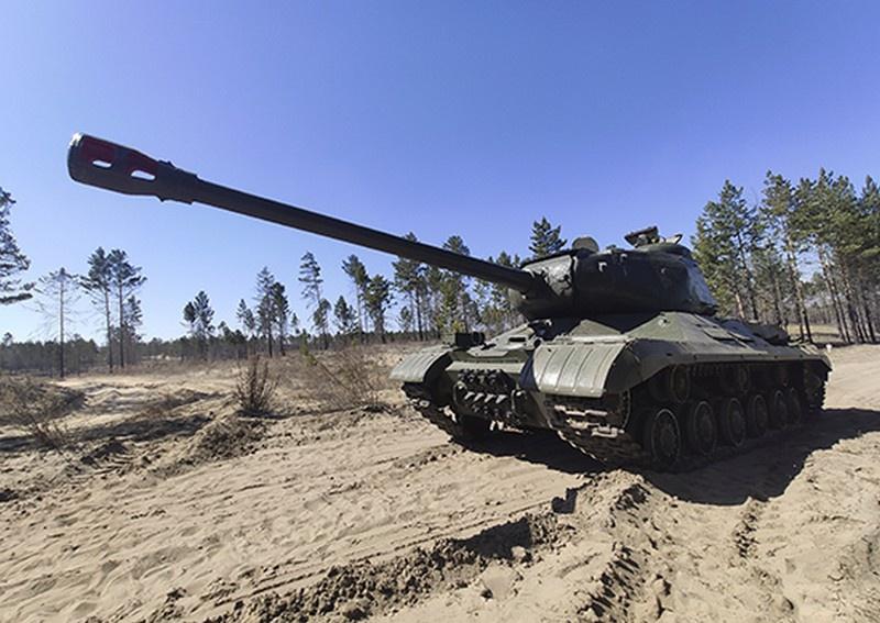 Легендарный танк ИС-2 «Иосиф Сталин», восстановленный военными мастерами Восточного военного округа.