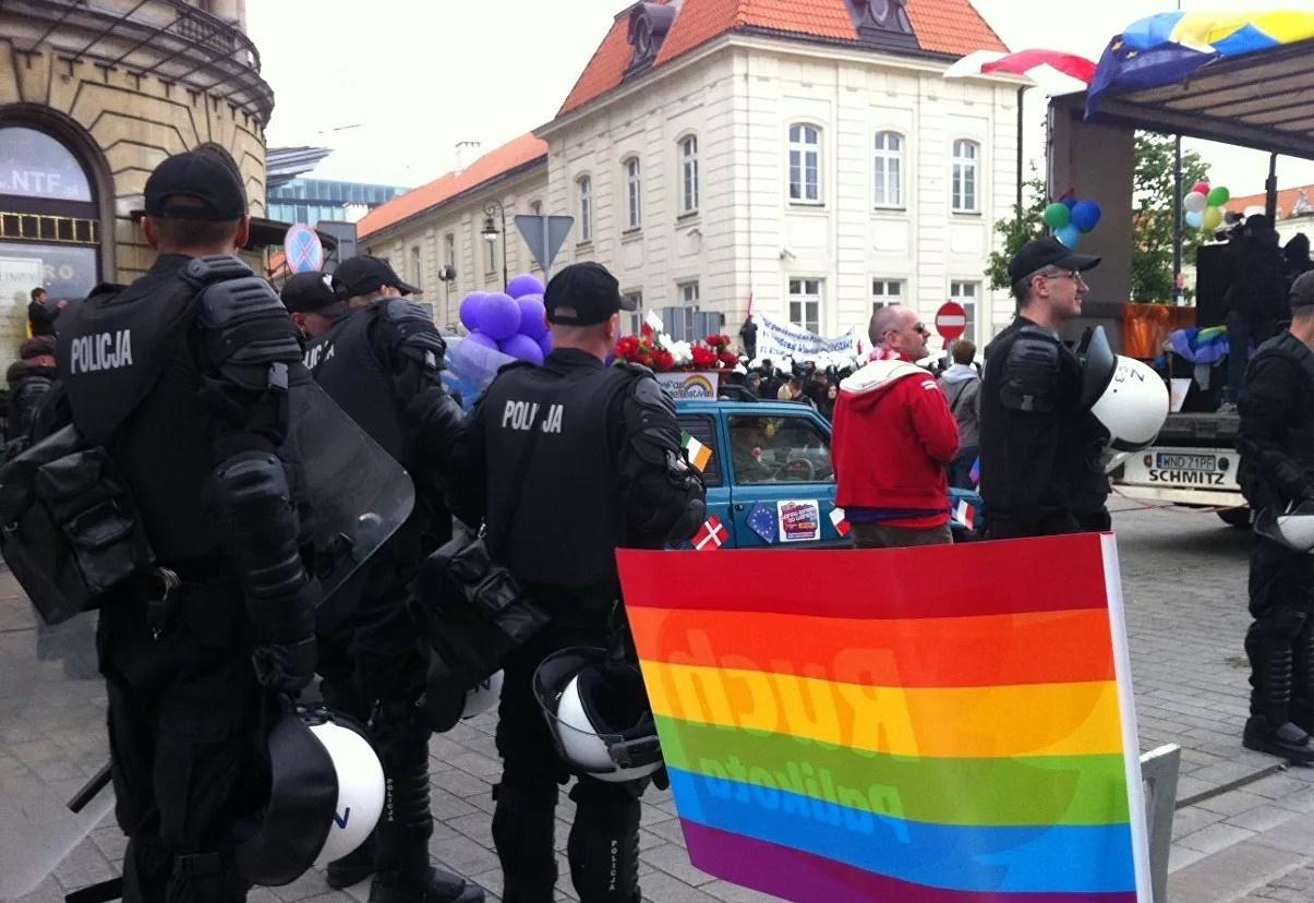Десятки небольших городов Польши некоторое время назад объявили себя зоной, «свободной от идеологии ЛГБТ».