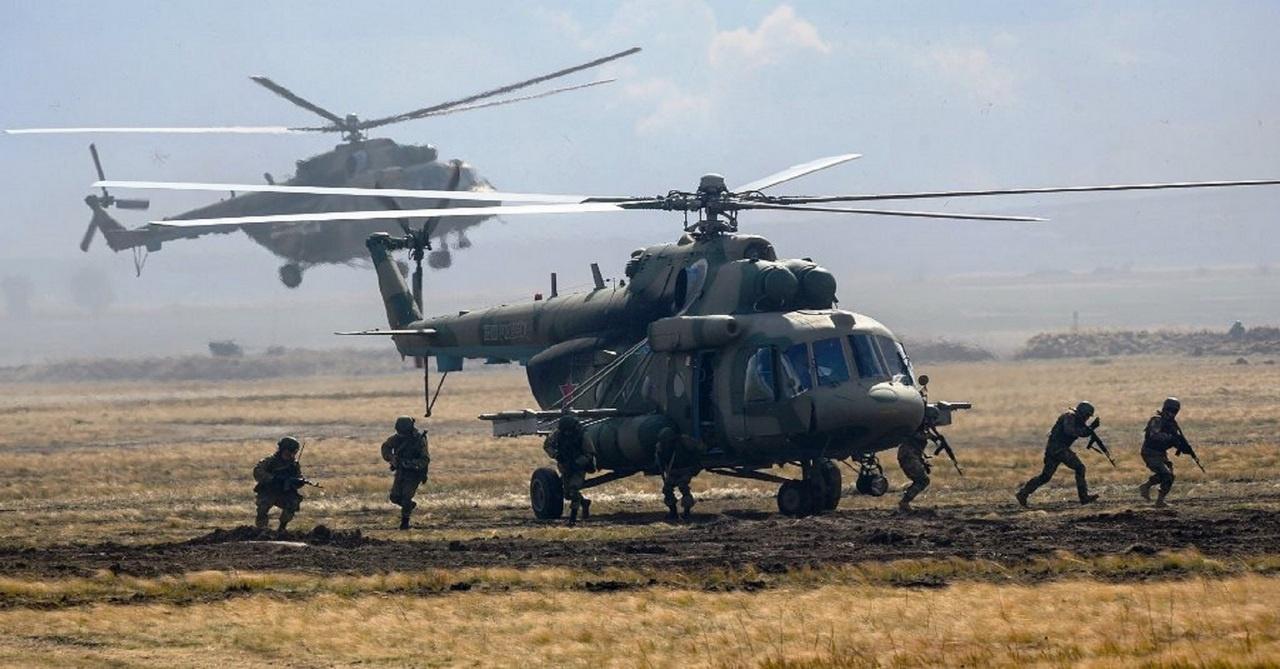 Тактическая группа в вертолётном десанте.