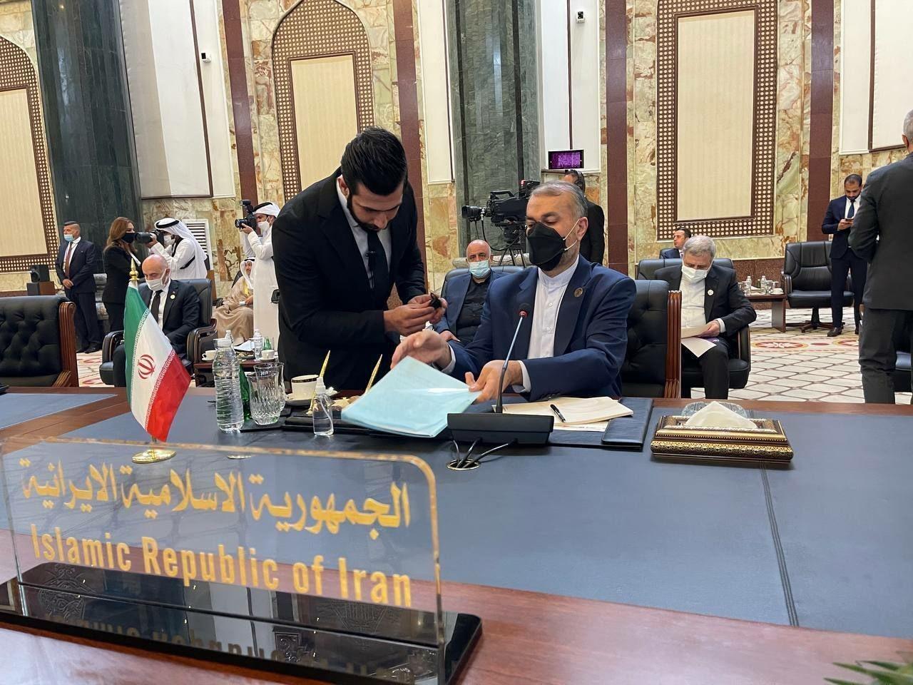 Министр иностранных дел Ирана Хосейн Амир Абдоллахиан на полях «Саммита по региональной поддержке Ирака» провёл встречу с премьер-министром ОАЭ шейхом Мухаммедом бен Рашидом Аль Мактумом. Багдад, 29 августа 2021 г.