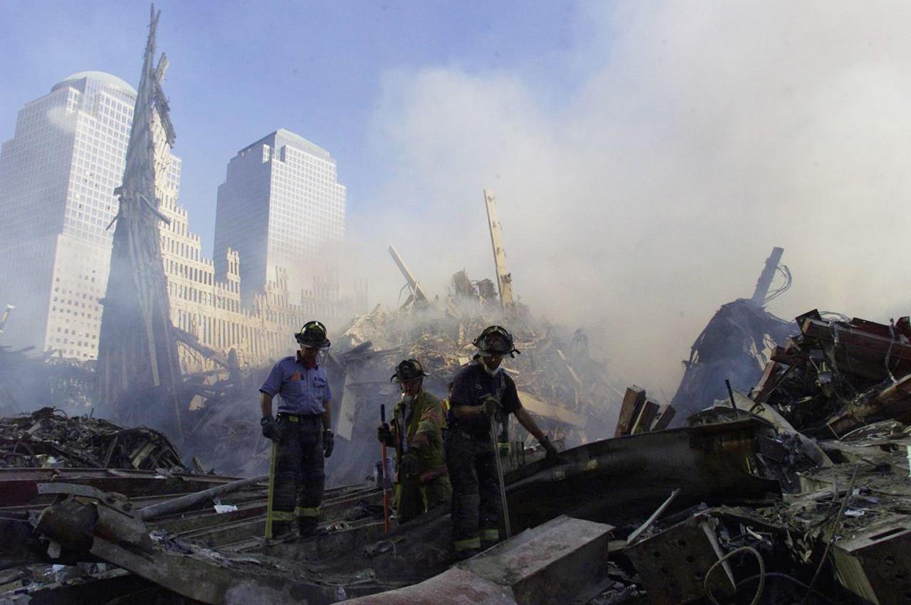11 сентября 2001 года управляемые террористами самолёты врезались в башни-близнецы в Нью-Йорке.