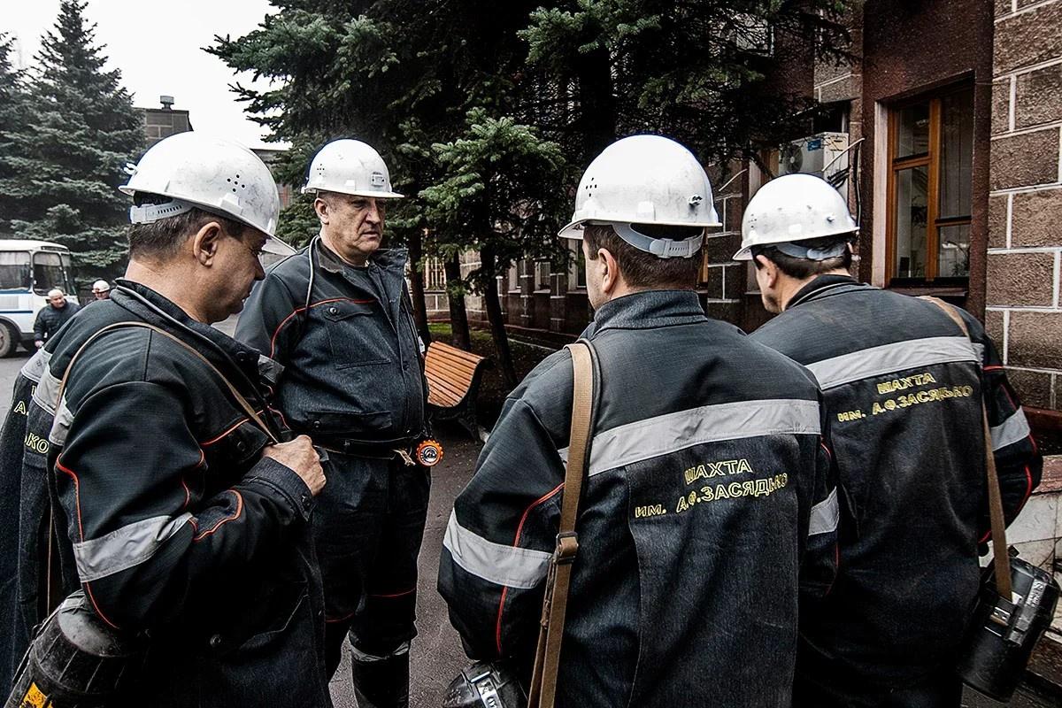 В момент обстрела под землёй находилось 85 шахтёров, которых пришлось экстренно поднимать на поверхность.