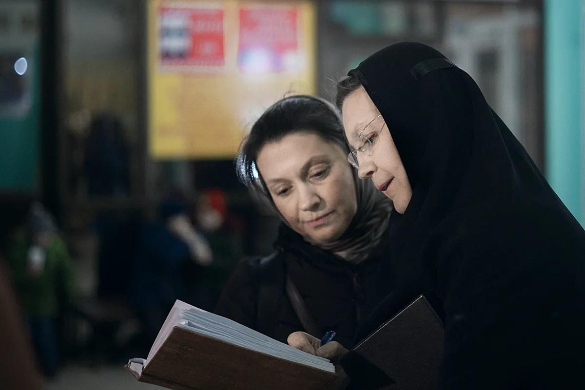 Одна из пострадавших - Юлия Пиденко, героиня документального фильма «Донецкая вратарница», посвящённого Иверскому монастырю, сгоревшему во время активных боевых действий со стороны Украины в 2014 году.