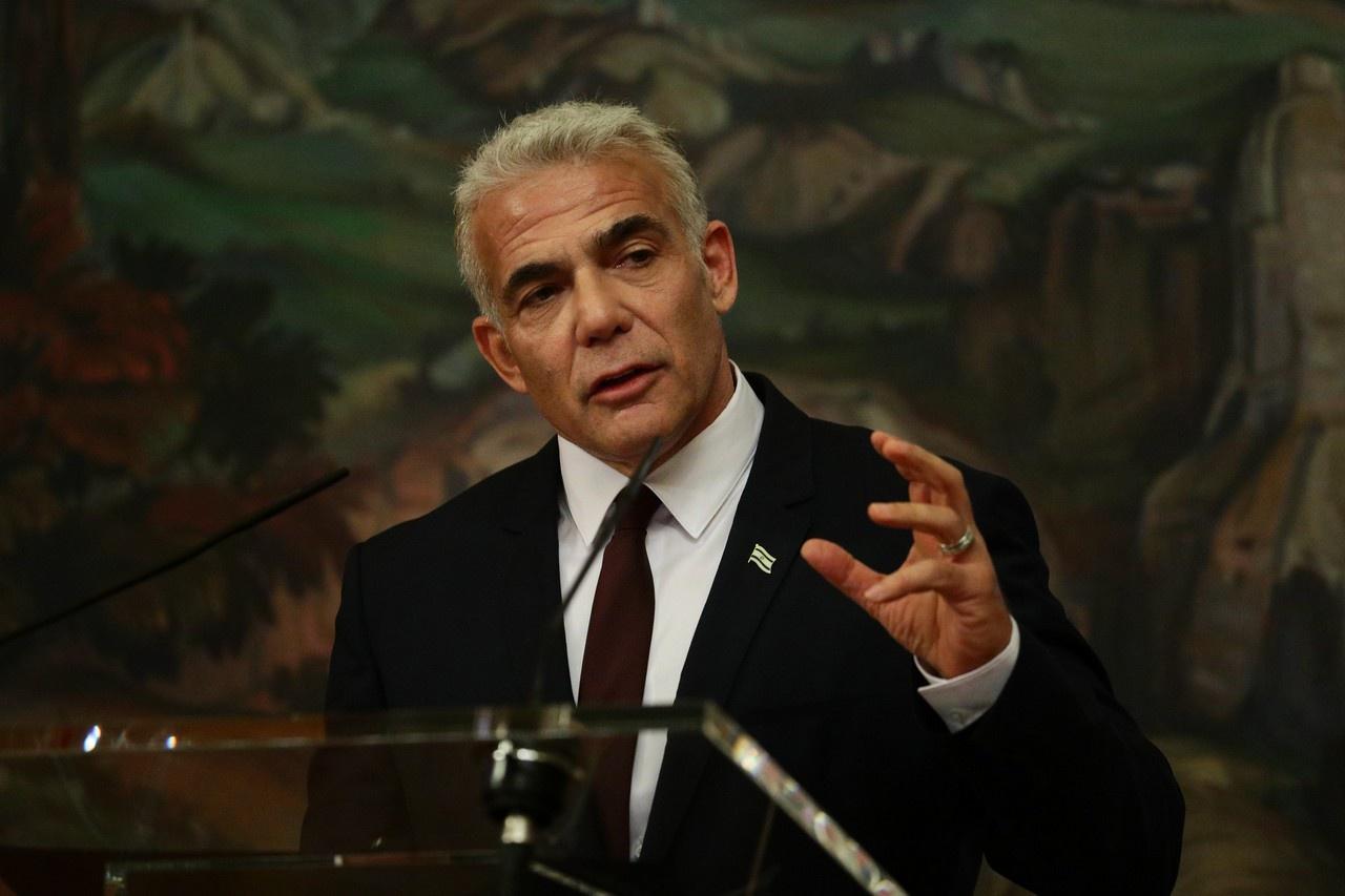 Выступая перед журналистами, Яир Лапид не скрывал своей обеспокоенности по поводу действий России по сдерживанию израильских ударов.