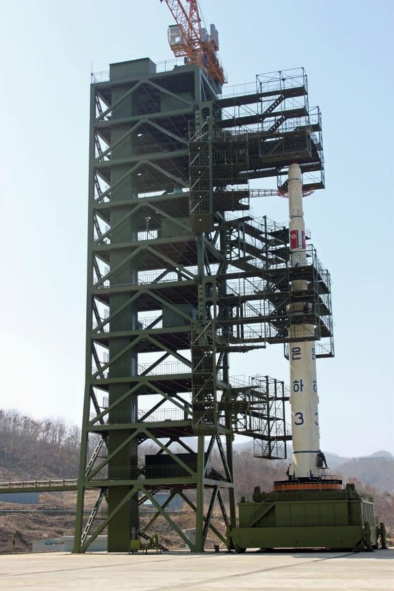 Для проведения пусков ракет-носителей «Ынха-3» в КНДР построили космодром «Сохэ».