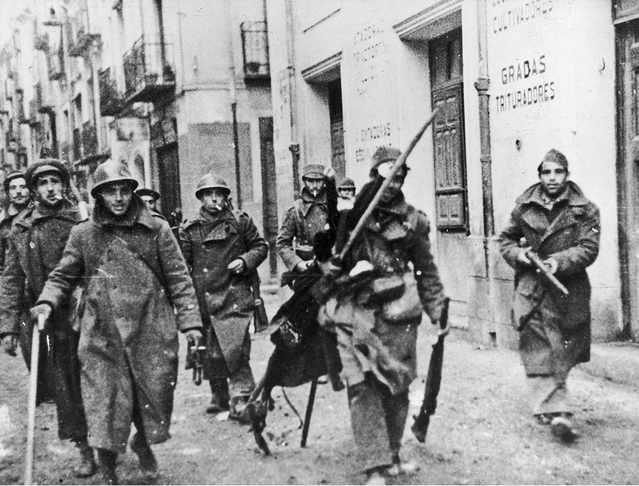 Республиканские солдаты Народного фронта Испании.