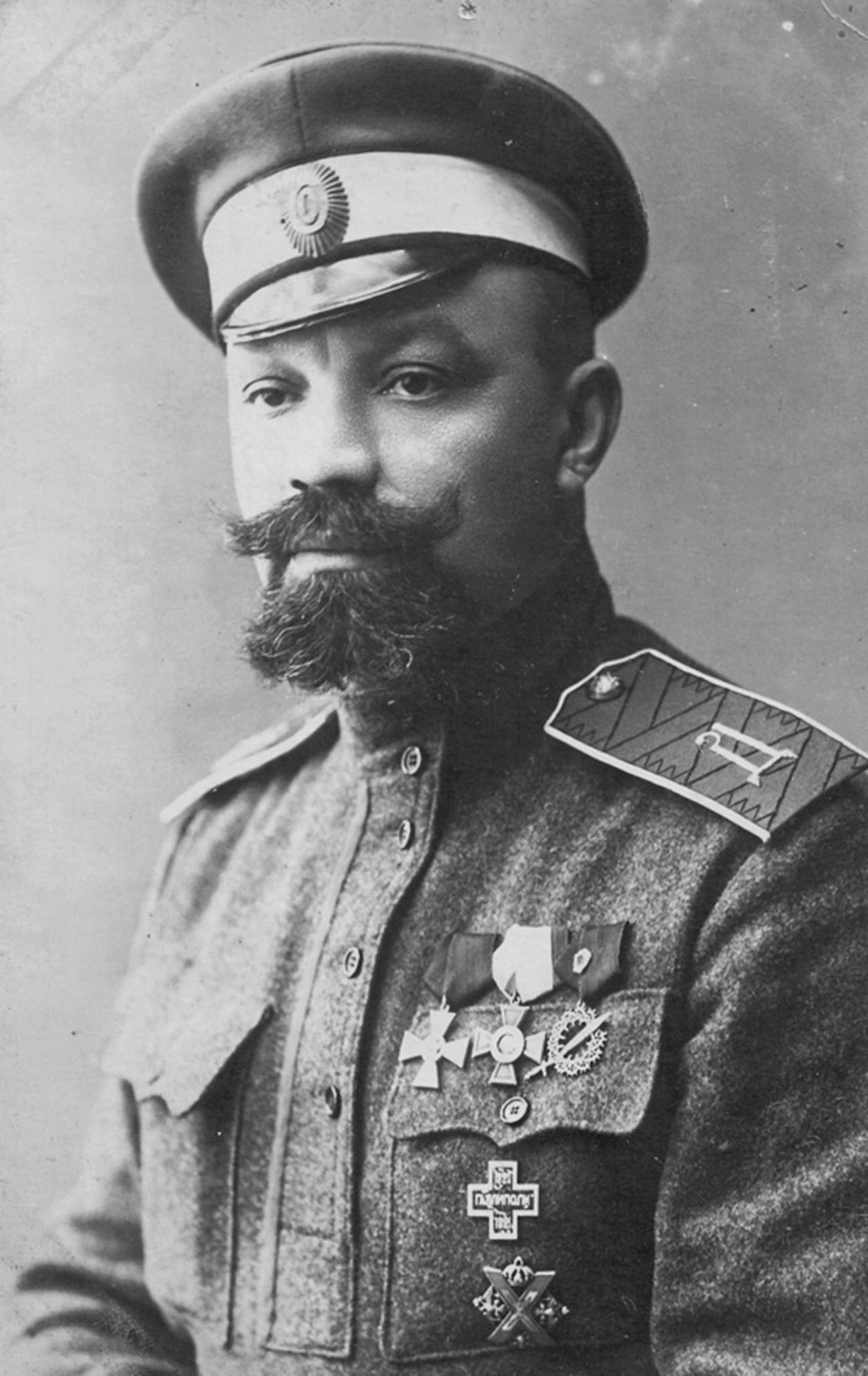Русский общевоинский союз возглавлял заклятый враг Советской власти белогвардейский генерал Кутепов.
