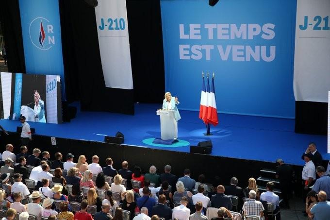 Марин Ле Пен предлагала покинуть военное командование НАТО ещё до начала кризиса.