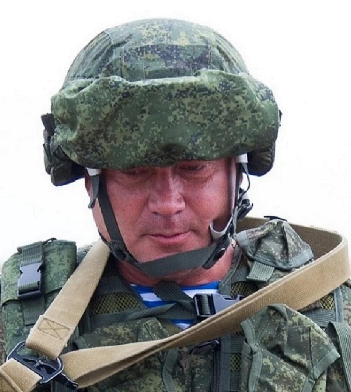 Командир 7-й гв. дшд А.Суховецкий.