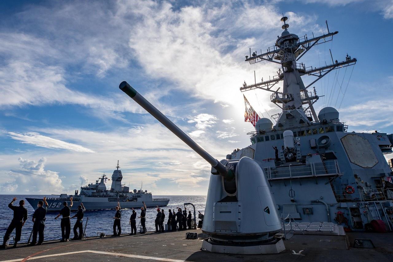 В августе прошли уже 25-е многосторонние манёвры «Малабар», в которых приняли участие корабли ВМС Индии, Японии, Австралии и США.