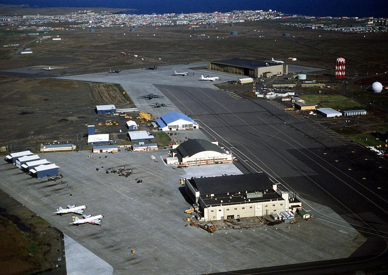 Военная авиабаза Кеблавик, расположенная на полуострове Рейкьянес (юго-западное побережье Исландии), в течение трёх последних лет активно реанимируется силами НАТО.