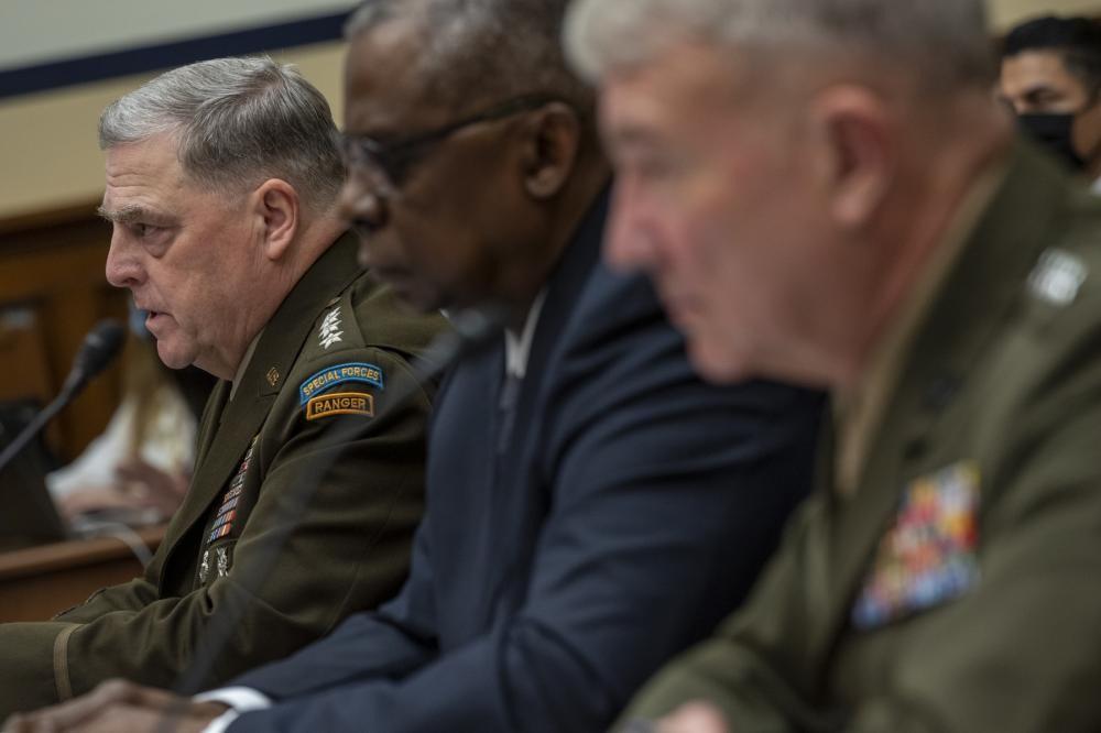 Министр обороны Ллойд Дж. Остин III, председатель Объединённого комитета начальников штабов Марк А.Милли и Кеннет Ф.Маккензи-младший, командующий Центрального командования США, дают показания в Конгрессе по поводу событий в Афганистане.