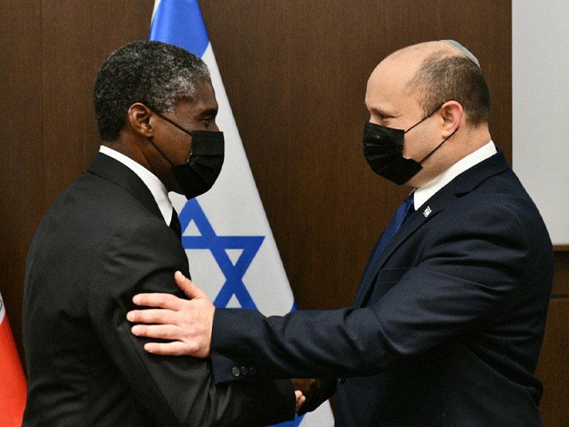Премьер-министр Израиля Нафтали Беннет встретился с вице-президентом Экваториальной Гвинеи Теодоро Нгемой Обиангом Манге.