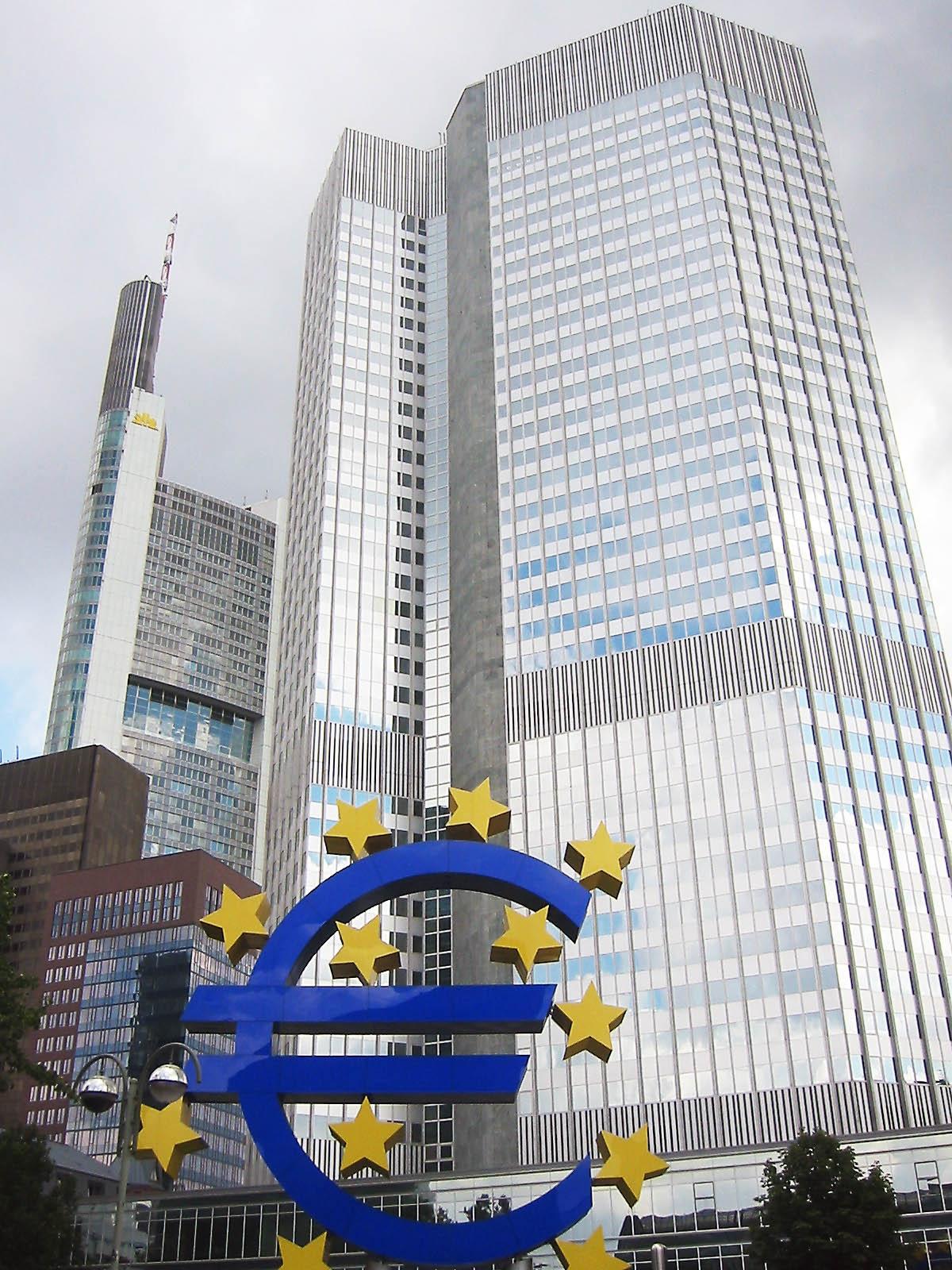 У Западной Европы денег для Восточной нет - так как сама испытывает нарастающий дефицит финансового ресурса.
