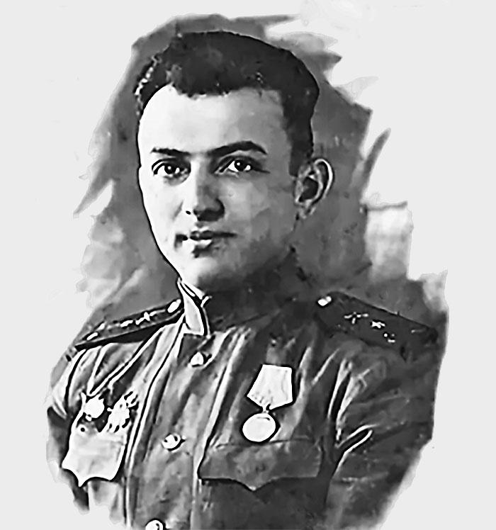 Старший лейтенант Александр Кемурджиан в 1945 году.