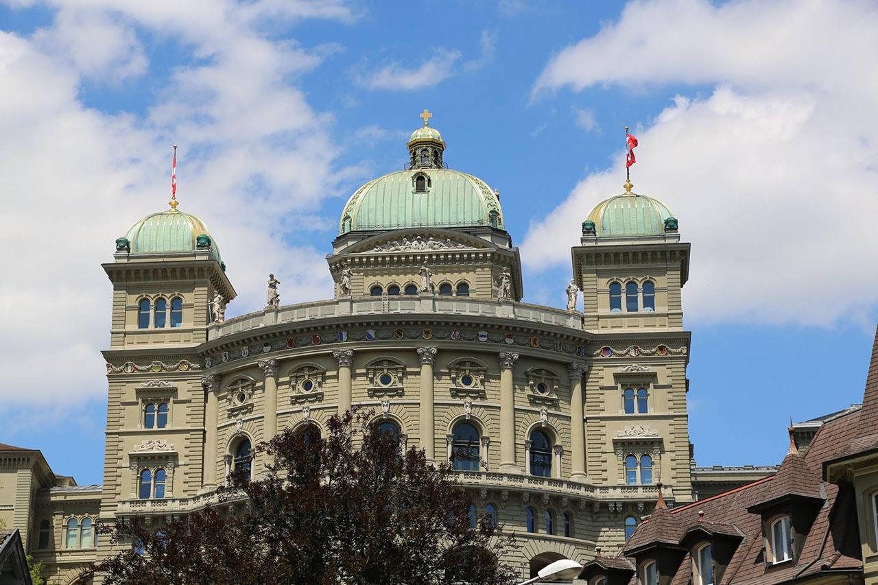 В декабре 2020 года парламент Швейцарии одобрил «брак для всех», а также разрешил предоставлять лесбийским парам доступ к банкам спермы.