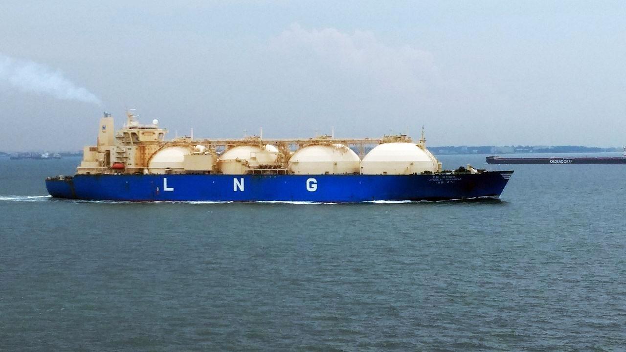 Как только европейские цены обогнали азиатские, газовозы, исправно поставлявшие газ на азиатские рынки, развернулись в сторону Европы.