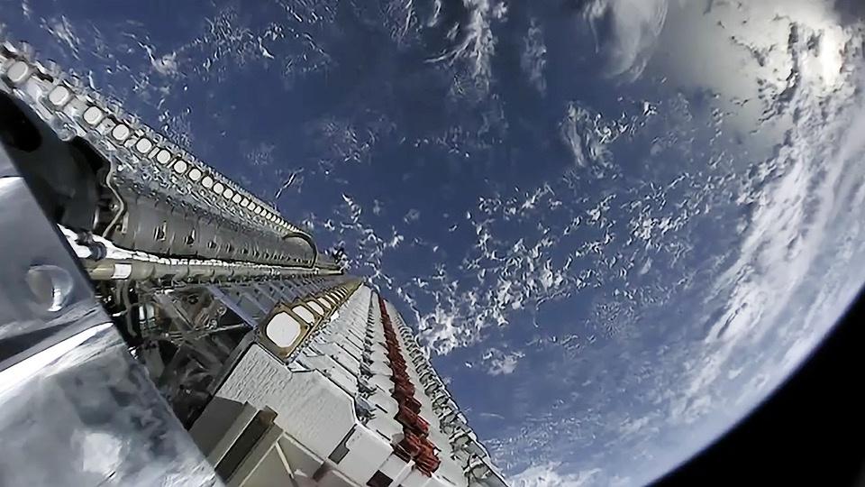 SpaceX планирует вывести 12 тыс. аппаратов Starlink на полярную орбиту.