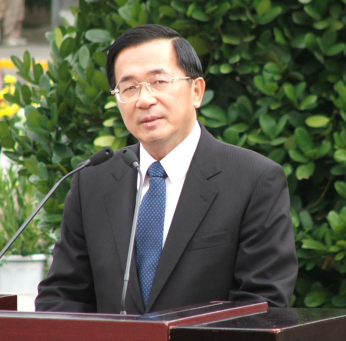 Отношения между КНР и Тайванем ухудшились в 2000 году, когда президентом на острове избрали Чэнь Шуйбяня, открыто поддерживавшего курс на независимость.