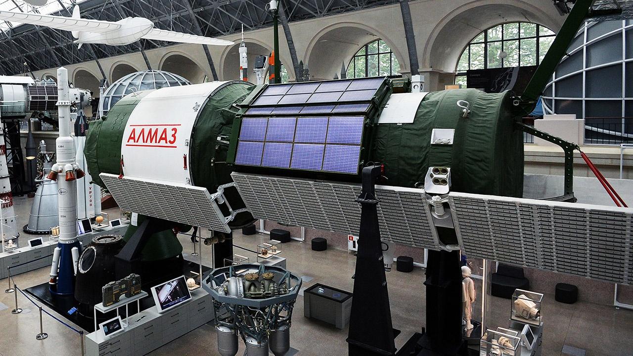 Пилотируемый орбитальный комплекс «Алмаз».
