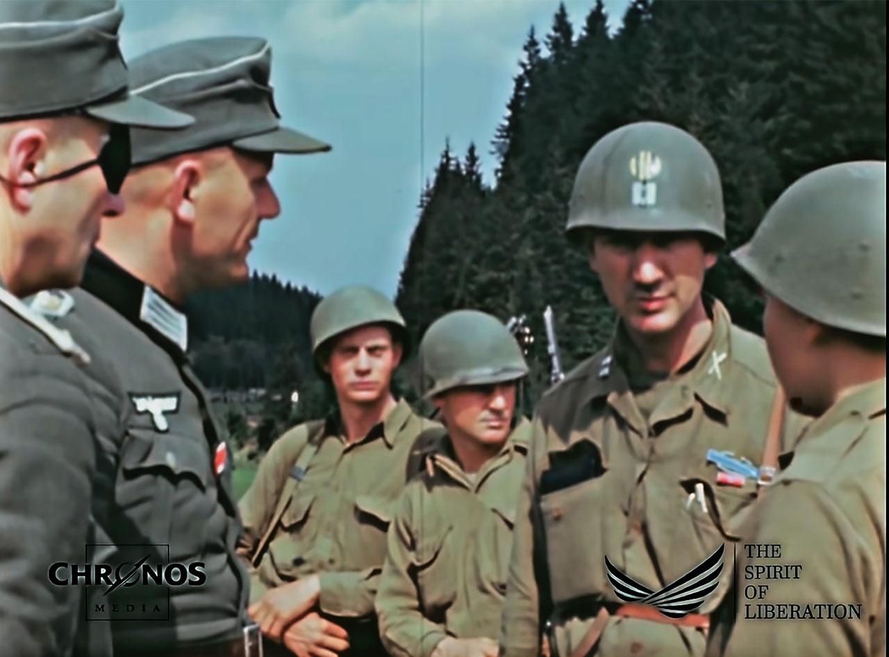 Американцы любезно уточняют маршруты движения и даже приглашают господ немецких офицеров прокатиться с ветерком на своих джипах.