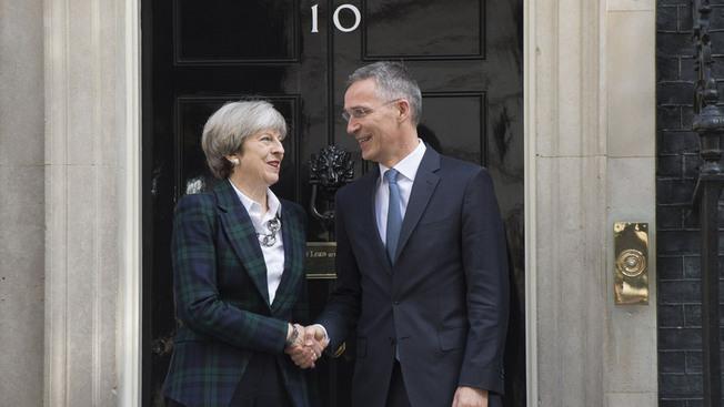 Встреча генерального секретаря Североатлантического союза Йенса Столтенберга и британского премьер-министра Терезы Мэй 10 мая 2017 г.