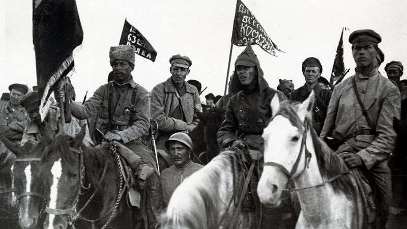Красные кавалеристы.