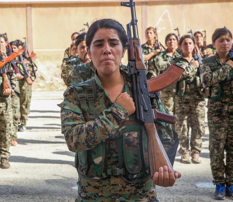 Тренировки курдских волонтеров, проводимые американскими инструкторами