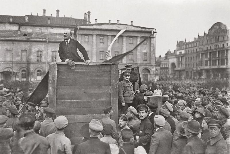 В.Ленин и Л.Троцкий на митинге перед солдатами Красной армии