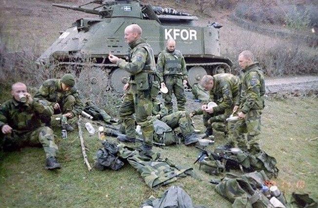 Шведские слдаты в составе KFOR в Косово