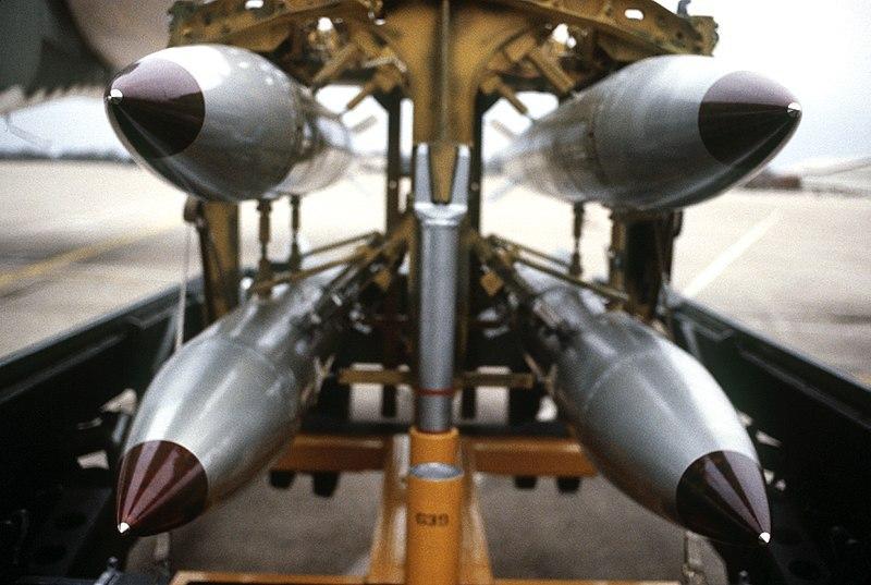 Американские атомные бомбы В-61.