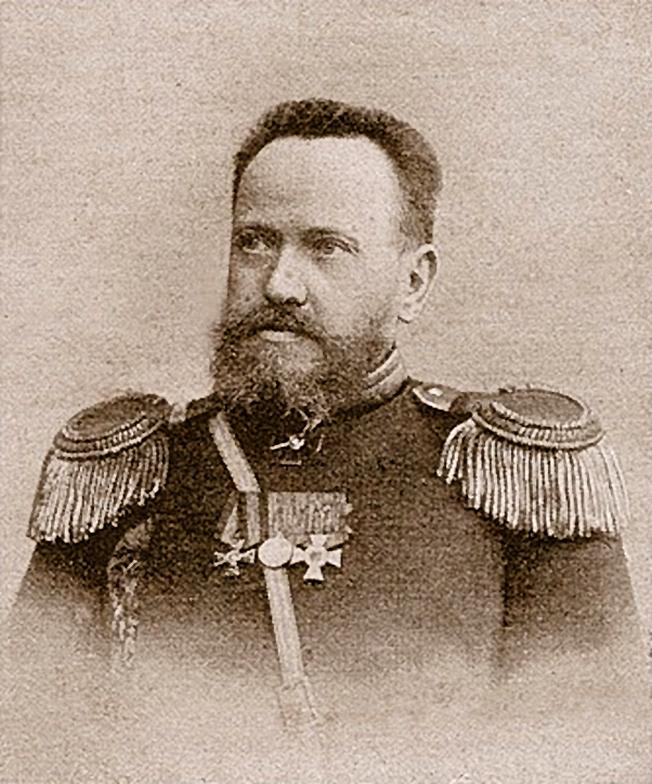 В 1887 году начальник инструментальной мастерской Тульского оружейного завода штабс-капитан Сергей Иванович Мосин создаёт винтовку с реечным магазином в прикладе, первоначально на 8, позднее на 12 патронов.
