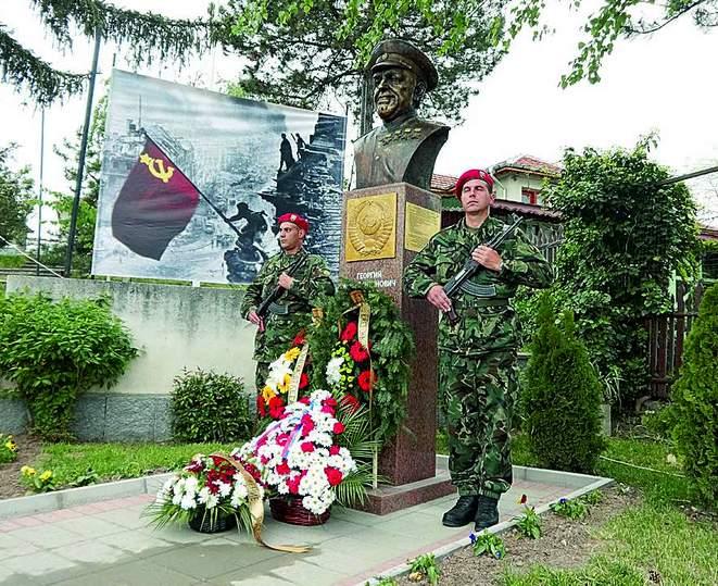 Открытие памятника маршалу Жукову в Стрельче