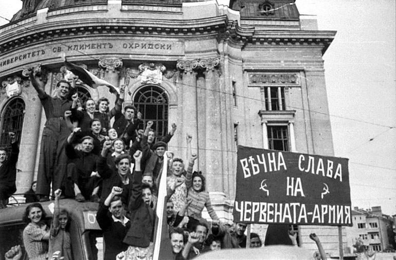 Болгары встречают освободителей.