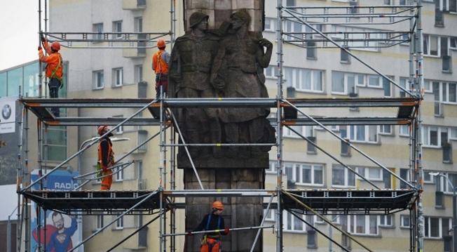 Демонтаж памятника благодарности Красной армии в Щецине