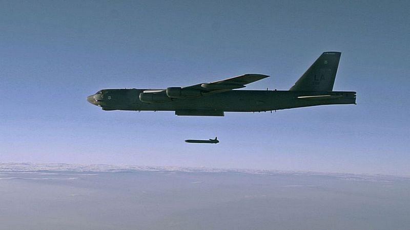 Запуск крылатой ракеты с В-52