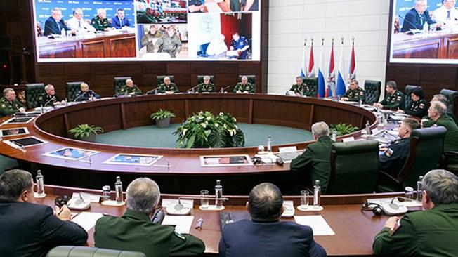 """Российские военачальники: Новейшее вооружение """"удержит вероятных противников от необдуманных действий"""""""