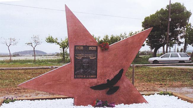 Упавшие звезды снова зажглись: в Испании чтут память наших солдат