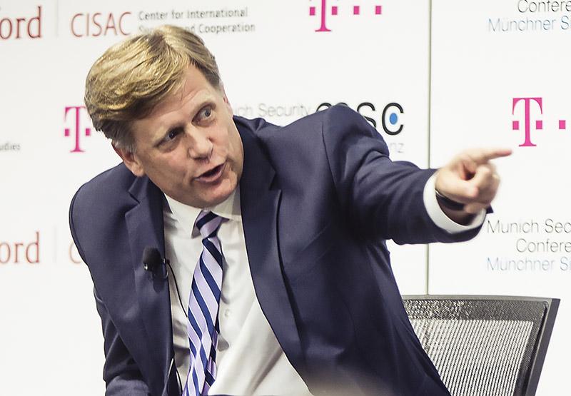 Бывший посол США в России, профессиональный русофоб Майкл Макфол нуждается в самоперезагрузке.