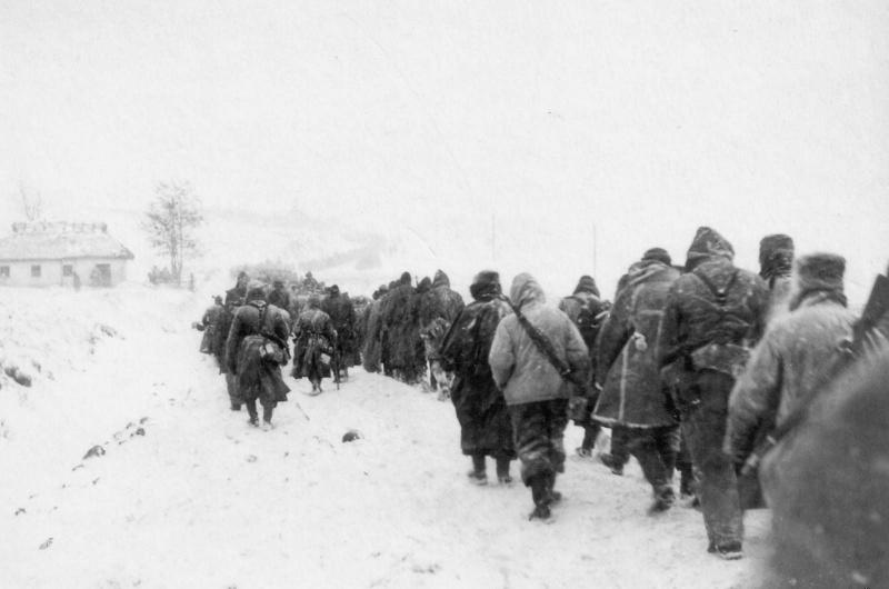Колонна отступающих немецких войск