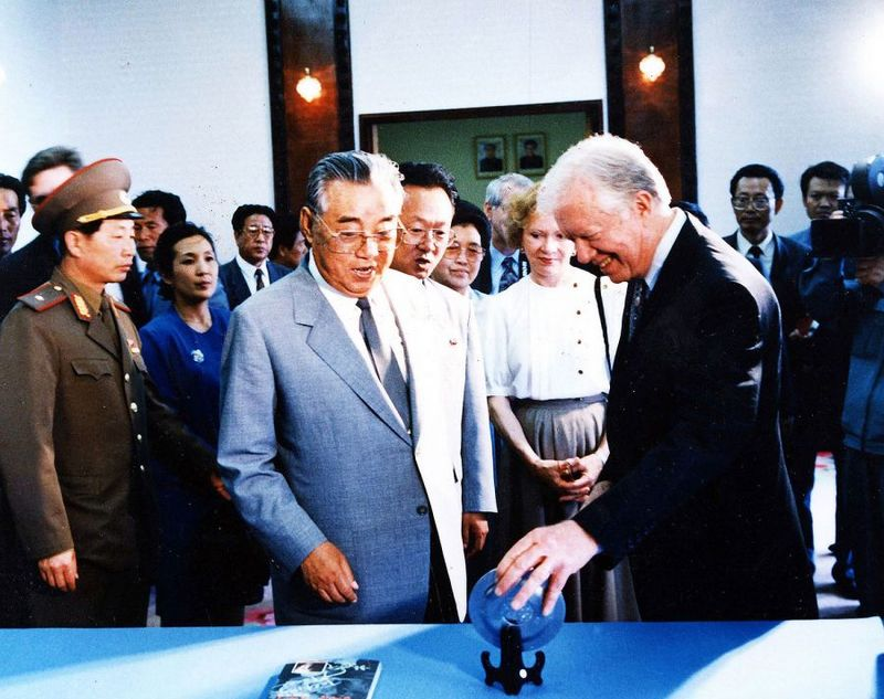 Бывший президент США Джимми Картер во время посещения КНДР