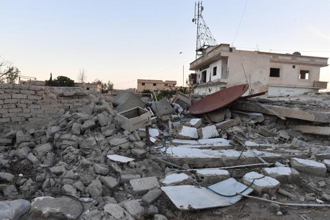 Здания, разрушенные в результате обстрелов в пригороде Дамаска Восточная Гута.