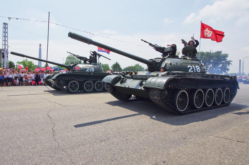 Танки НОАК КНДР во время парада