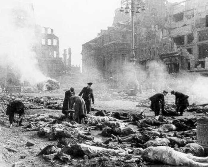 Жертвы бомбардировки Дрездена 13 февраля 1945 года